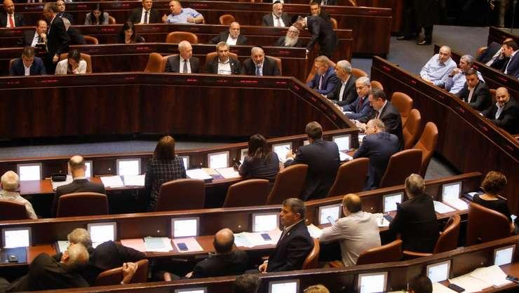 Deputatii au votat dizolvarea Parlamentului pe 29 mai 2019 deschizând calea organizarii de noi alegeri anticipate pe  17 septembrie.