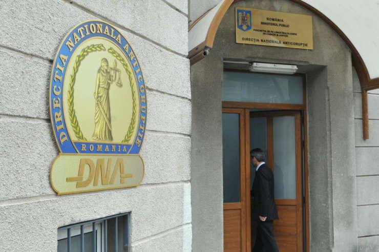 DNA afirmă că nepotul lui Traian Băsescu va fi cercetat pentru trafic de influență