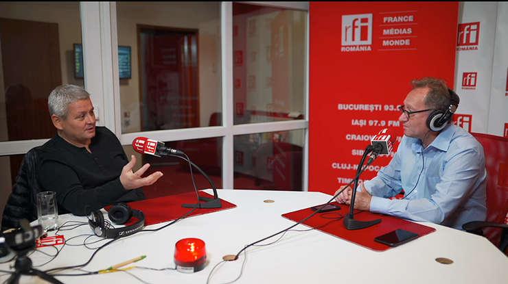 Dragoş Dinu și Constantin Rudniţchi in studioul de emisie RFI Romania