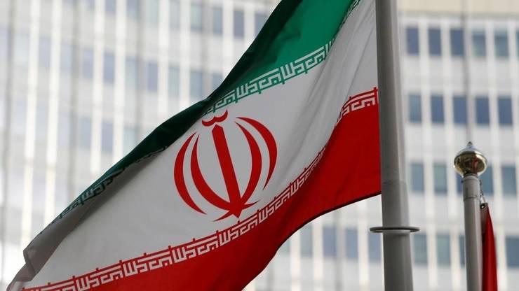 Drapelul iraniaza flutura în fata sediului Agentiei Internationale pentru Energie Atomica din Viena, 4 martie 2019.