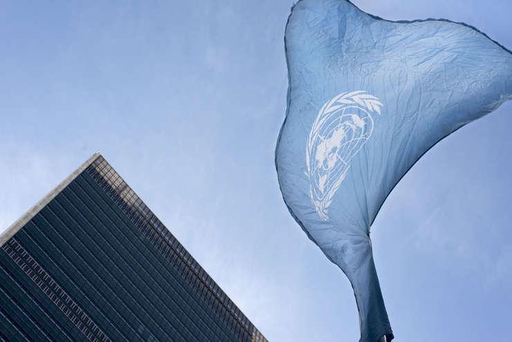 Drapelul Natiunilor Unite la sediul ONU din New York