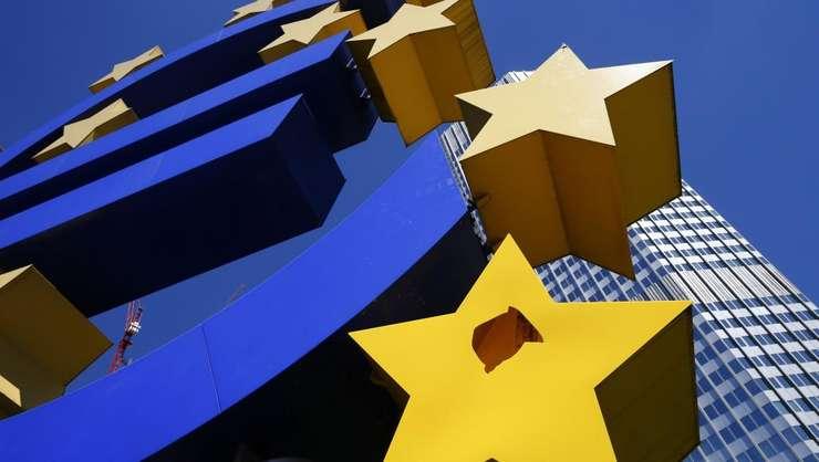 Dupa doi ani de recesiune, zona euro revine încet pe crestere.