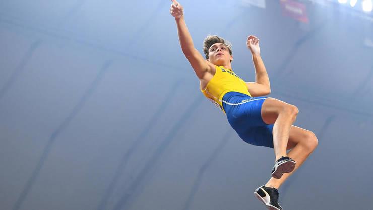 Armand Duplantis a bàtut recordul mondial de sàritura cu pràjina, 6,17m, la un concurs derulat sâmbàtà 8 februarie la Torun, în Polonia
