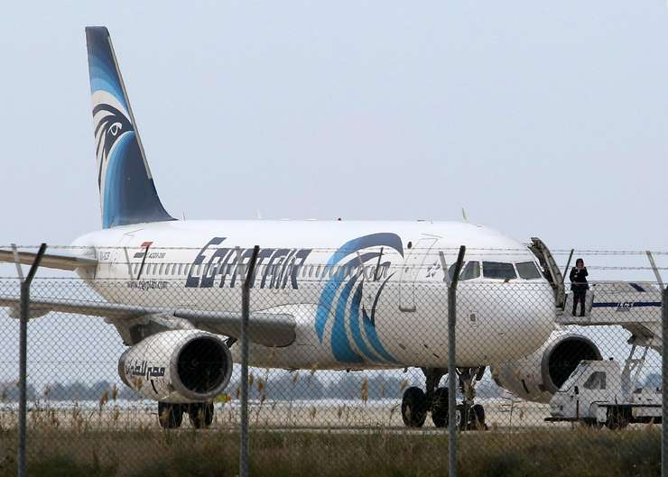 Cel mai probabil cursa EgyptAir a explodat in aer