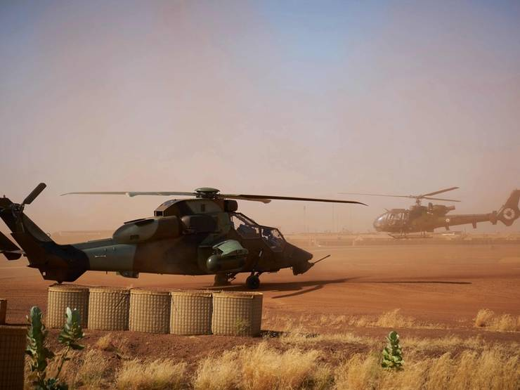 Elicoptere apartinând fortelor de securitate franceze din operatiunea Barkhane pot fi observate în Sahel (foto de ilustratie).