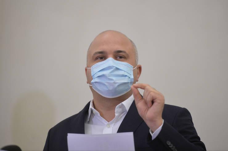 Emanuel Ungureanu s-a vaccinat cu o doză AstraZeneca din lotul cu suspiciuni (Sursa: MEDIAFAX FOTO/Alexandru Dobre)
