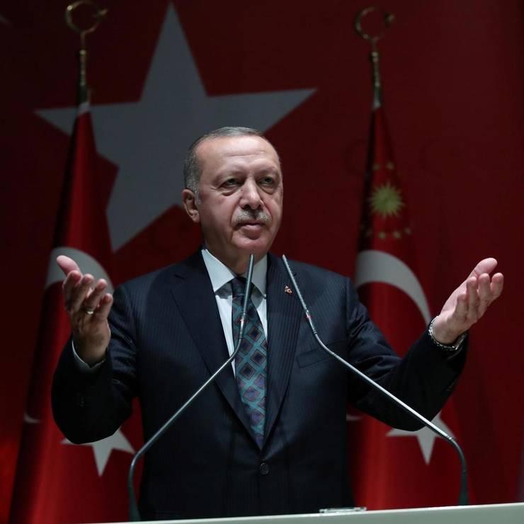 Diplomația scaunului lipă sau cum îi amăgește Erdogan pe europeni