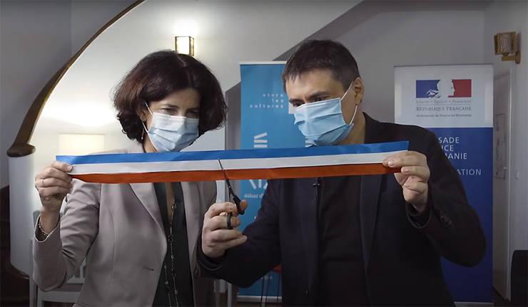 Doamna Laurence Auer, Ambasadoarea Franței în România, și regizorul Cristian Mungiu
