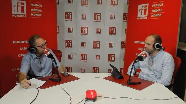 Constantin Rudniţchi și Vlad Epurescu in studioul de emisie RFI Romania