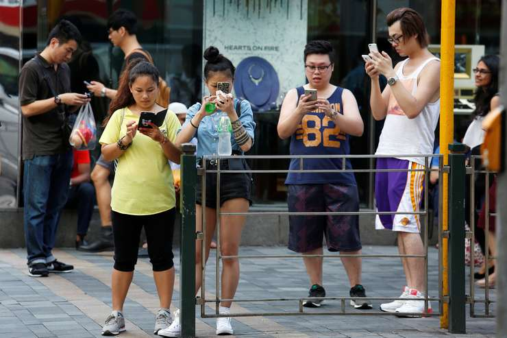 Pokemon Go, pe străzile din Hong Kong (Foto: Reuters/Bobby Yip)