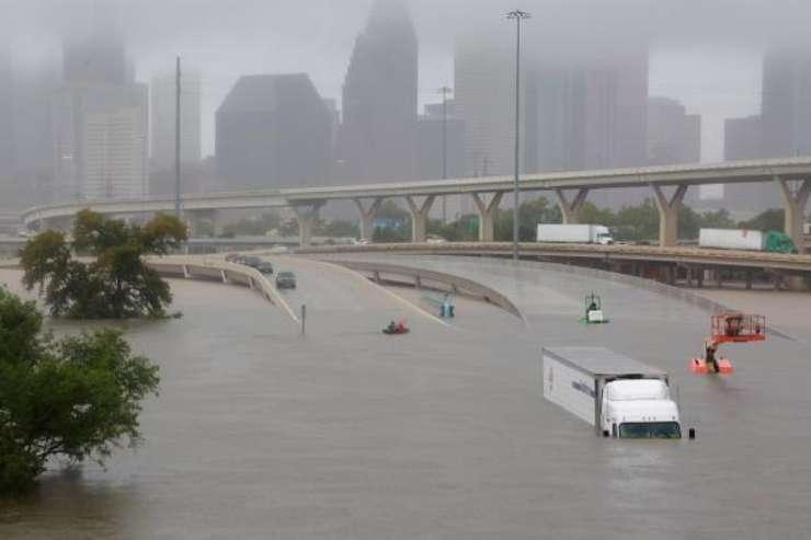 Orasul Huston devastat de inundatii