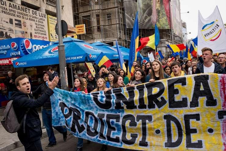 Manifestanţi unionişti, la Bucureşti, 22 octombrie 2016 (Foto: AFP/Andrei Pungovschi)