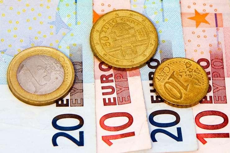 Deprecierea leului în raport cu principalele valute este o continuare a evoluției care a început în decembrie anul trecut