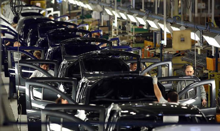 Fabrica de automobile Dacia - linia de montaj