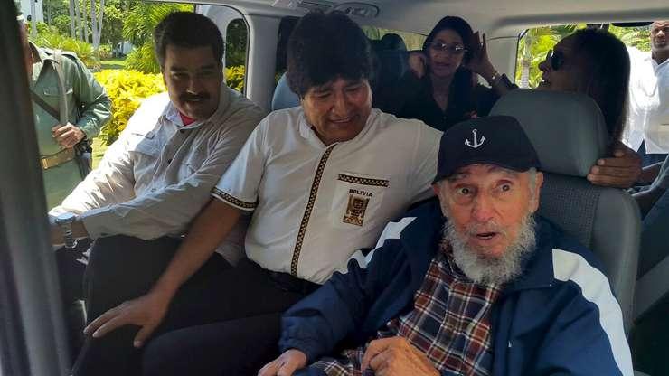 Fidel Castro (d), alături de preşedintele bolivian, Evo Morales (mijloc) şi cel venezuelean, Nicolas Maduro (Foto: Reuters/Agencia Boliviana de Informacion)