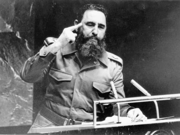 Presa de stat din Cuba scrie că oameni din întreaga ţară sunt aşteptaţi să-i aducă un ultim omagiu lui Castro