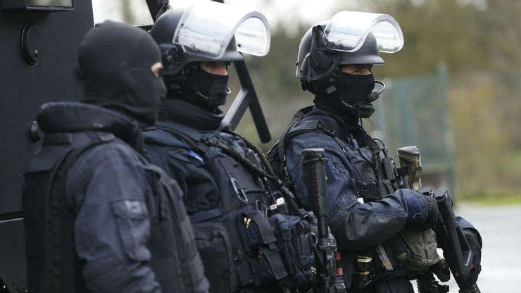 Fortele de ordine au descoperit numele agresorului, adresa lui, au conceput planul de intervenţie şi l-au imobilizat pe agresor în 2 ore şi 20 de minute.