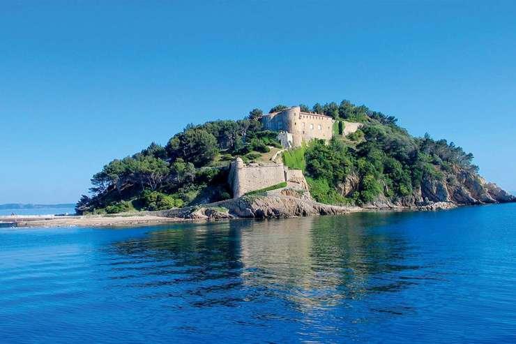 Fortul Bregancon este resedinta oficiala de vara a presedintelui Frantei