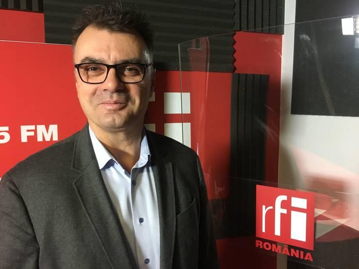 Florin Păun in studioul de inregistrari RFI Romania