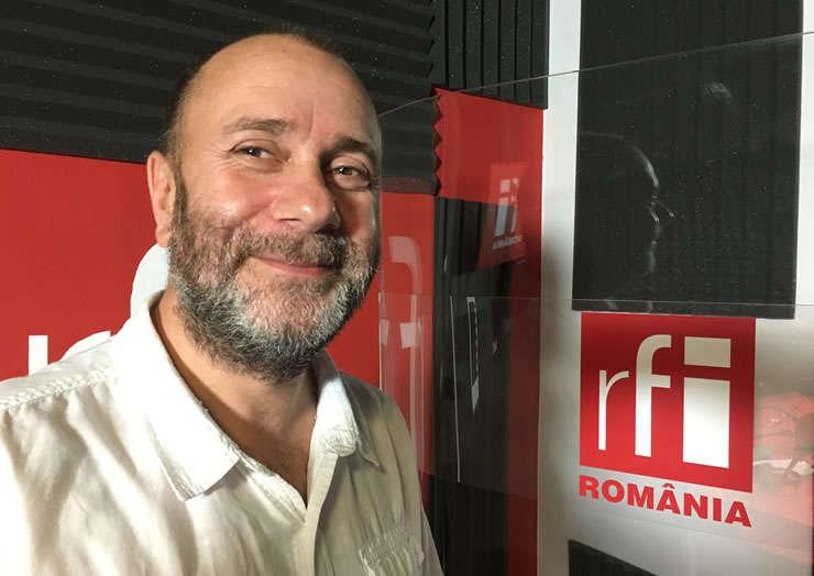 Șerban Georgescu in studioul de inregistrari RFI romania