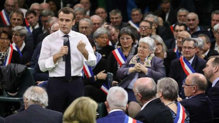 Emmanuel Macron, pe 15 ianuarie 2019, în localitatea Grand Bourgtheroulde, în cursul unei dezbateri
