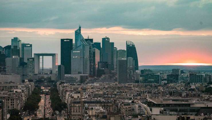 Franta intra pentru prima data în top 5 al celor mai atractive tari din punct de vedere economic.