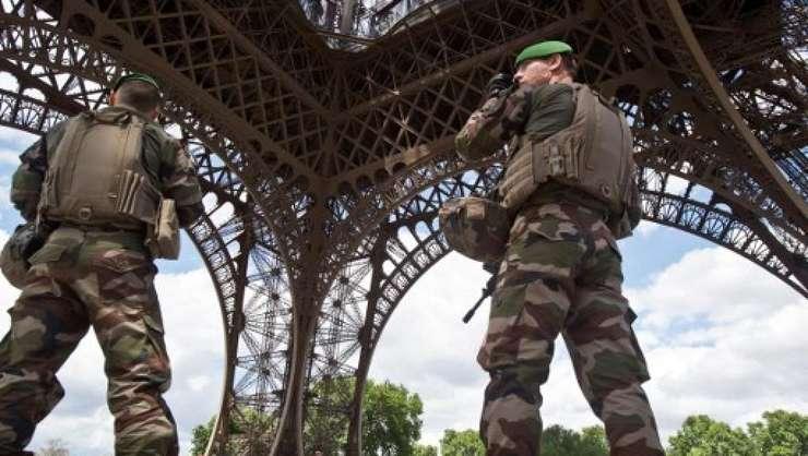 Franta nu se mai afla sub stare de urgenta incepând cu 1 noiembrie de când se afla în vigoare o lege antitero