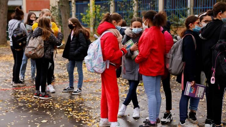 Cu cateva zile inainte de redeschiderea scolilor, ministerul educatiei si cel al sanatatii pun la punct modul in care vor fi facute orele.