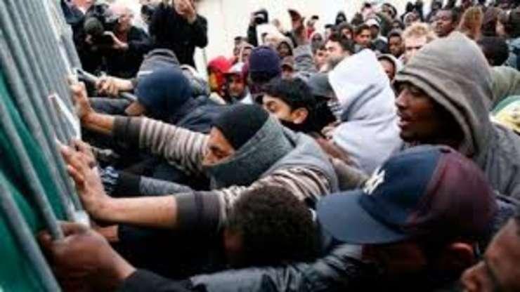 Ciocniri intre politisti si imigranti la granita dintre Serbia si Ungaria