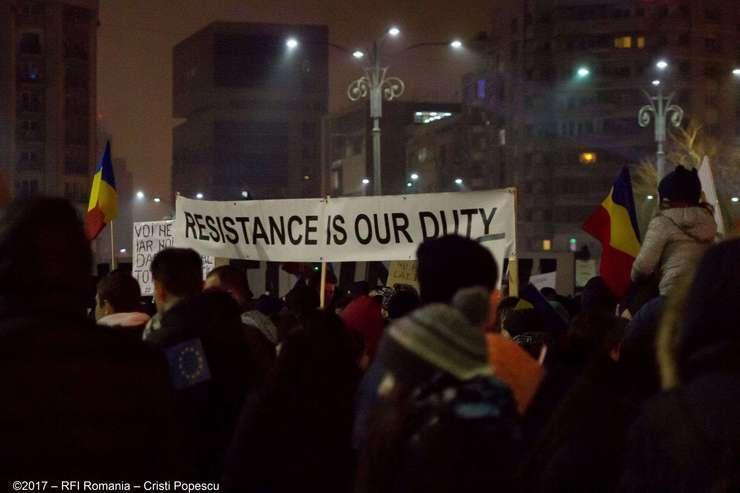Protestatari antiguvernamentali (Foto: RFI/Cristi Popescu)