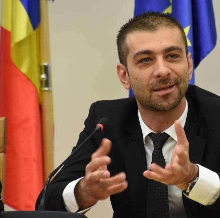 Vicepreședintele PSD Gabriel Zetea crede că o guvernare mai suplă, cu un număr mai mic de ministere, este o măsură care poate să îmbunătățească activitatea Guvernului României.