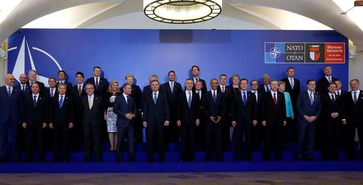 Poză de grup, la summit-ul NATO din Varşovia (Foto: Reuters/Jonathan Ernst)