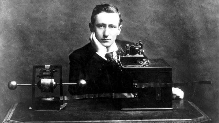 Fizicianul italian Gugliemo Marconi (1874-1937) de numele căruia este legată inventarea radioului.
