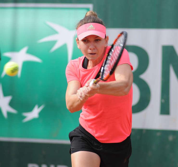 Simona Halep s-a confruntat cu dureri mari la spate la turneele din China