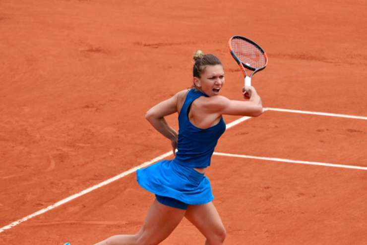 Simona Halep în cursul primului ei meci de la Roland-Garros 2018, împotriva americancei Alison Riske