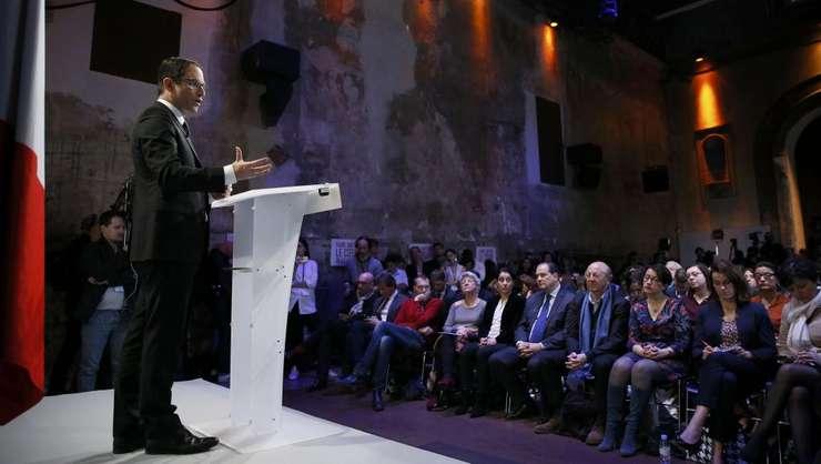 Benoit Hamon, candidatul socialist la prezidentiale, si-a îndulcit programul