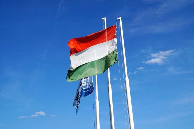 Steagul roșu, alb și verde este simbolul național al comunității maghiare din România