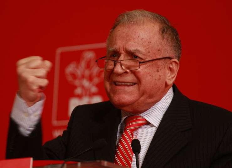 Ion Iliescu e acuzat în dosarul Mineriadei de crime împotriva umanității