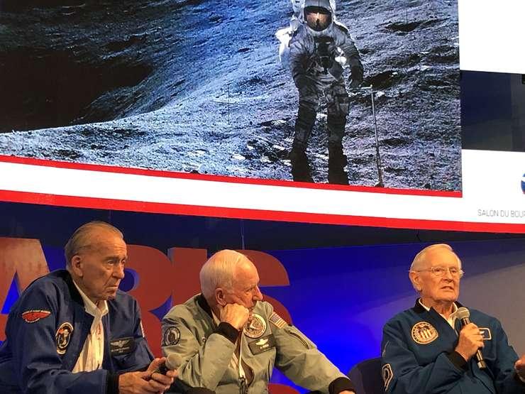 Walter Cunningham, Al Worden si Charles Duke, trei veterani ai misiunilor Apollo veniti la Paris Air Show