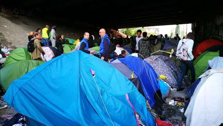 Tabara de refugiati din nordul Parisului
