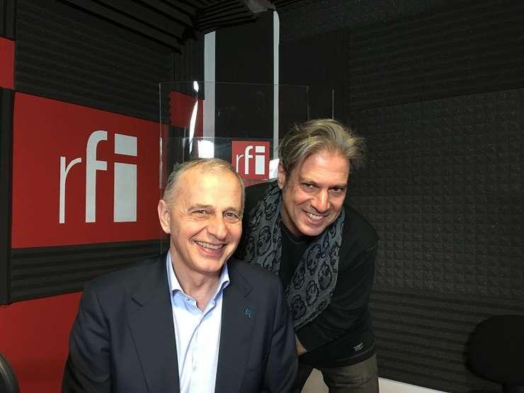 Mircea Geoană si Nicolas Don in studioul de inregistrari RFI Romania