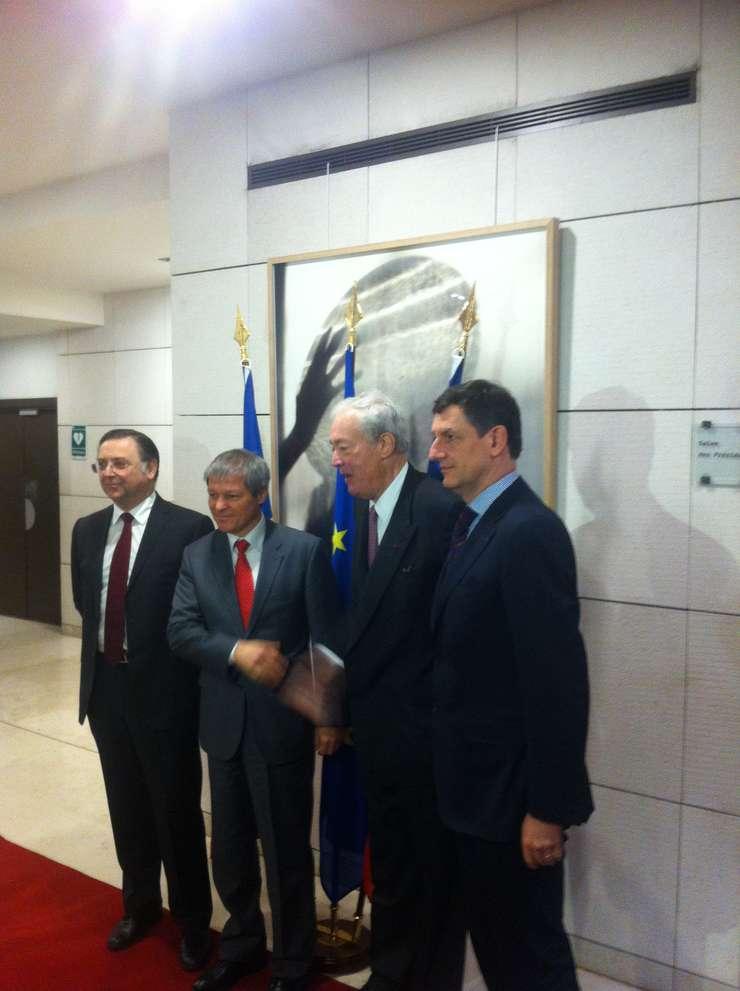 Dacian Ciolos, premierul României, si Costin Borc, vice-premierul României, primiti la Medef, sediul patronatului francez