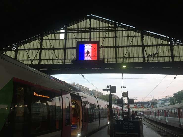 Gara Saint Lazare din Paris afiseaza luni un ceas în culorile drapelului national, dupa victoria obtinuta de Franta în finala Campionatului Mondial de Fotbal 2018