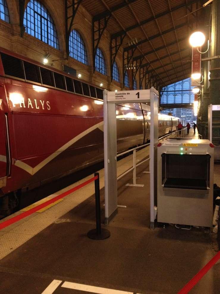 Un peron pentru trenurile Thalys, gara de nord din Paris