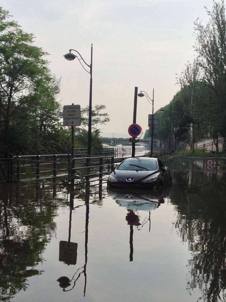"""Sena """"a urcat"""" la Paris pânà la 6,1 m în iunie 2016"""