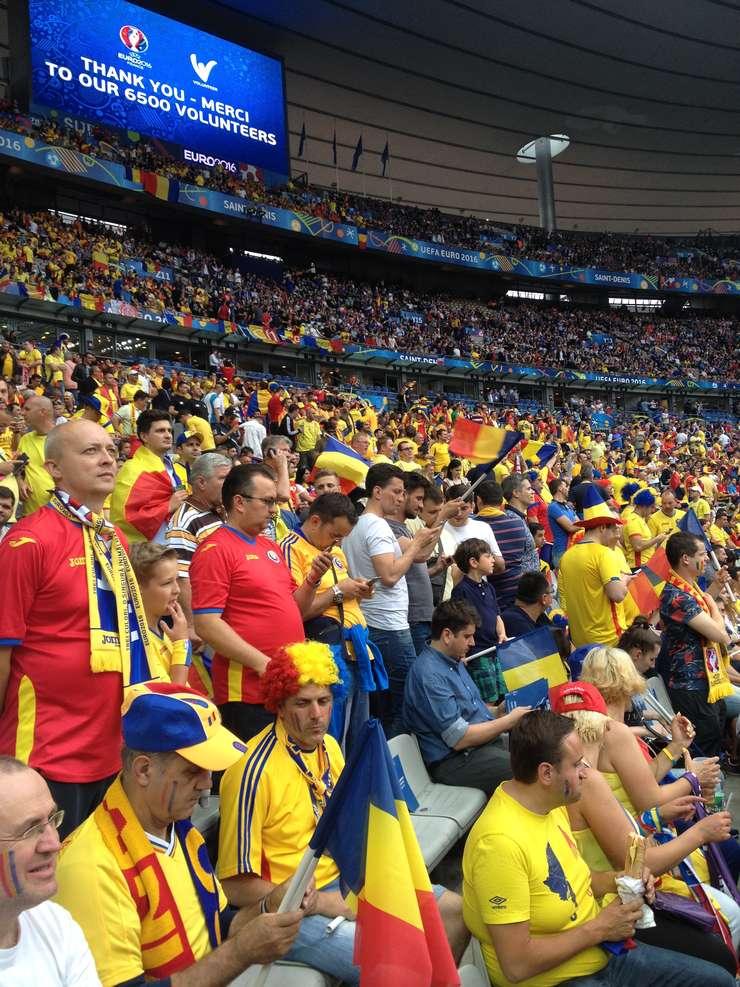 Suporteri români pe Stade de France la meciul de deschidere Franta-România din 10 iunie 2016