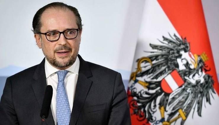 În Austria, Alexander Schallenberg a fost investit oficial în postul de cancelar, luni 11 octombrie 2021.