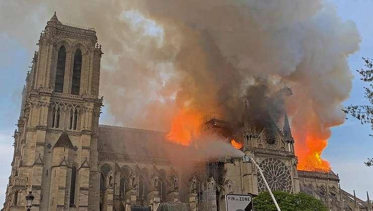 15 apilie 2019: stupoare mondială, Notre-Dame în flăcări