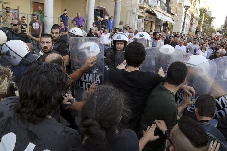 Protestatarii greci s-au încăierat cu poliția în centrul Atenei