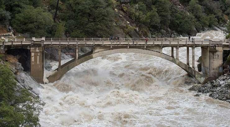Până duminică seara este în vigoare o avertizare Cod portocaliu de inundaţii, valabilă pe râuri din 19 judeţe